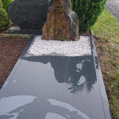Grabstein mit Abdeckplatte