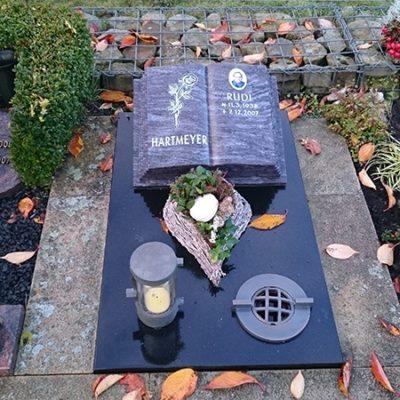 Beelen Urnenstein mit Abdeckplatte