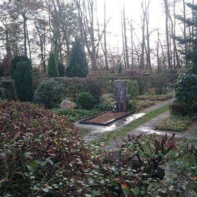Einen - Grabstein mit Gravur - Liegestein