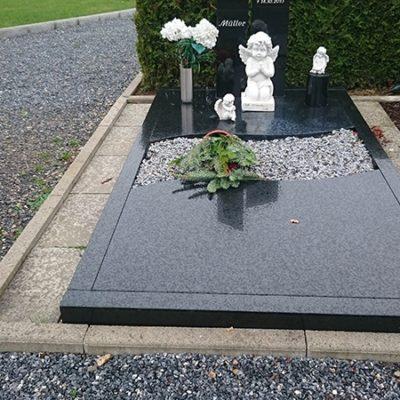 Gellenbeck - Grabstein mit Einfassung und Teilabdeckplatte