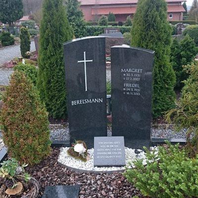 Gellenbeck - zweiteiliger Grabstein