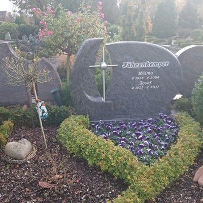 Vorhelm - Grabmal mit Edelstahl