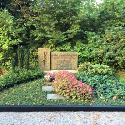 Iserloh - Einfassung ergänzt bei bestehendem Grabstein